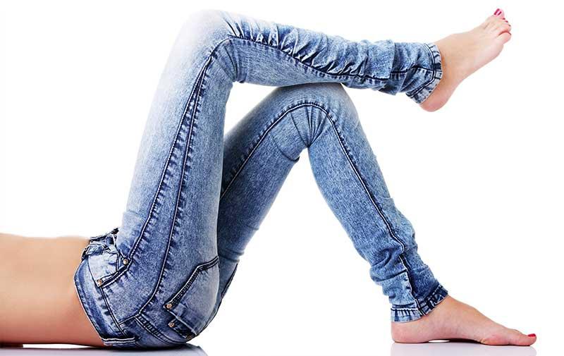 1. Slim jeansy